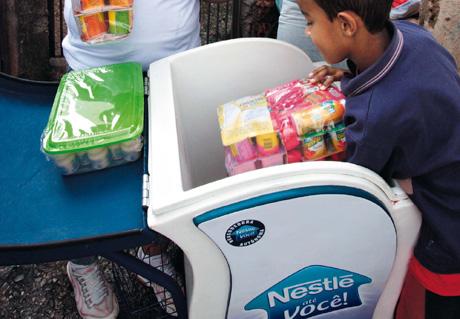 Nestlé vermarktet in Brasilien Fertiggerichte gezielt an einkommensschwache Menschen © Photo by Nestlé CC BY